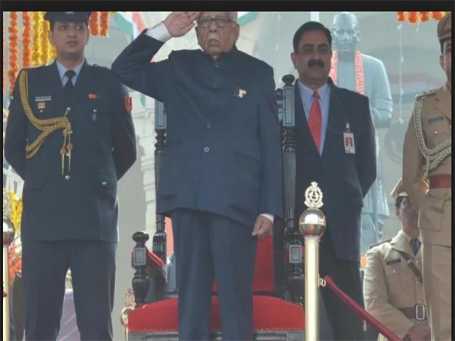 उत्तर प्रदेश में धूमधाम से मनाया गया गणतंत्र दिवस, राज्यपाल ने फहराया तिरंगा