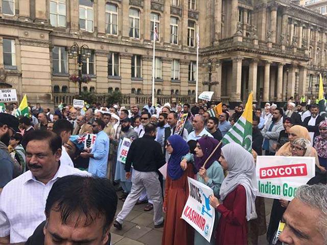 लंदन: 'इंडिया हाउस' के बाहर भिड़े भारत समर्थक और भारत विरोधी प्रदर्शनकारी