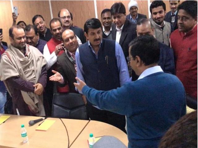 केजरीवाल ने मुझसे अभद्र भाषा में बात की, मेरा अपमान किया- दिल्ली बीजेपी अध्यक्ष मनोज तिवारी