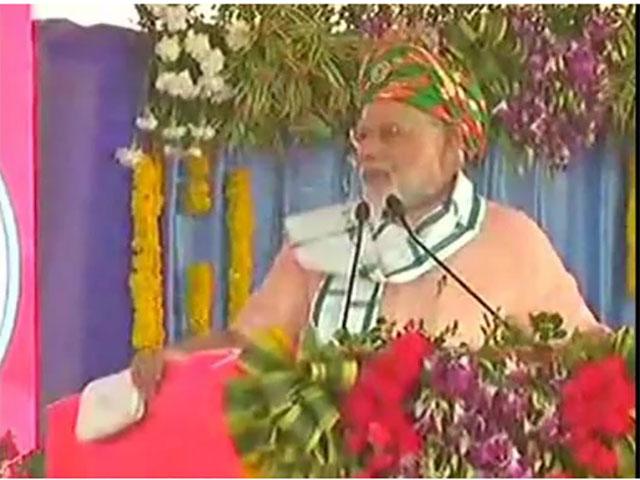 दमनः पीएम मोदी ने कई योजनाओं को दिखाई हरी झंडी, दमन-दीव के बीच लांच हुई हवाई उड़ान