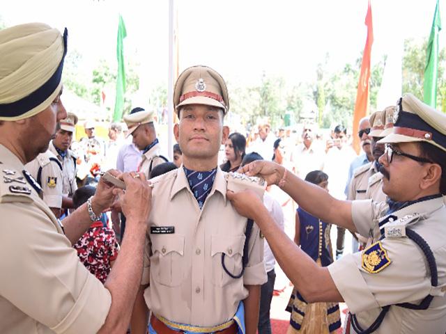 12 नक्सलियों को ढेर करने वाला चमोली का बेटा बना सीआरपीएफ में असिस्टेंट कमांडेट