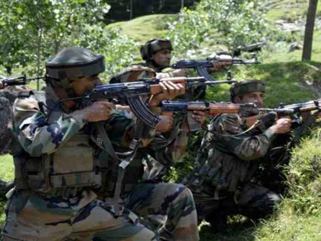 जम्मू-कश्मीर: सोपोर में आतंकियों और सुरक्षाबलों में शुरू हुई मुठभेड़, दो आतंकी घिरे