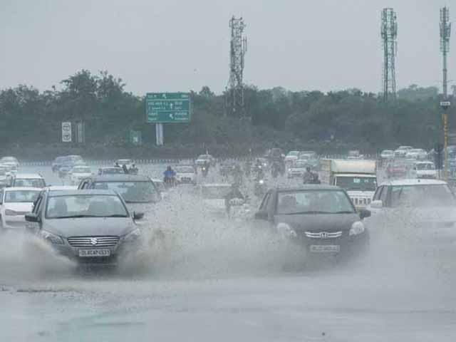 लखनऊ में हो रही तेज बारिश, यूपी के इन जिलों में आ सकता है तूफान