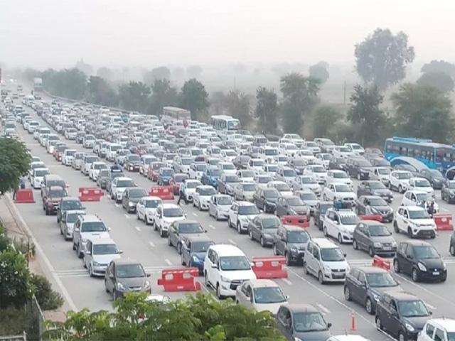 यमुना एक्सप्रेस वे भी हुआ जाम, दो दिन में गुजरे एक लाख वाहन